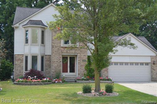 Photo of 432 Essex Drive, Rochester Hills, MI 48307 (MLS # 2210005994)