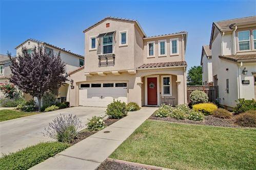 Photo of 6040 Kinglet Way, GILROY, CA 95020 (MLS # ML81854009)