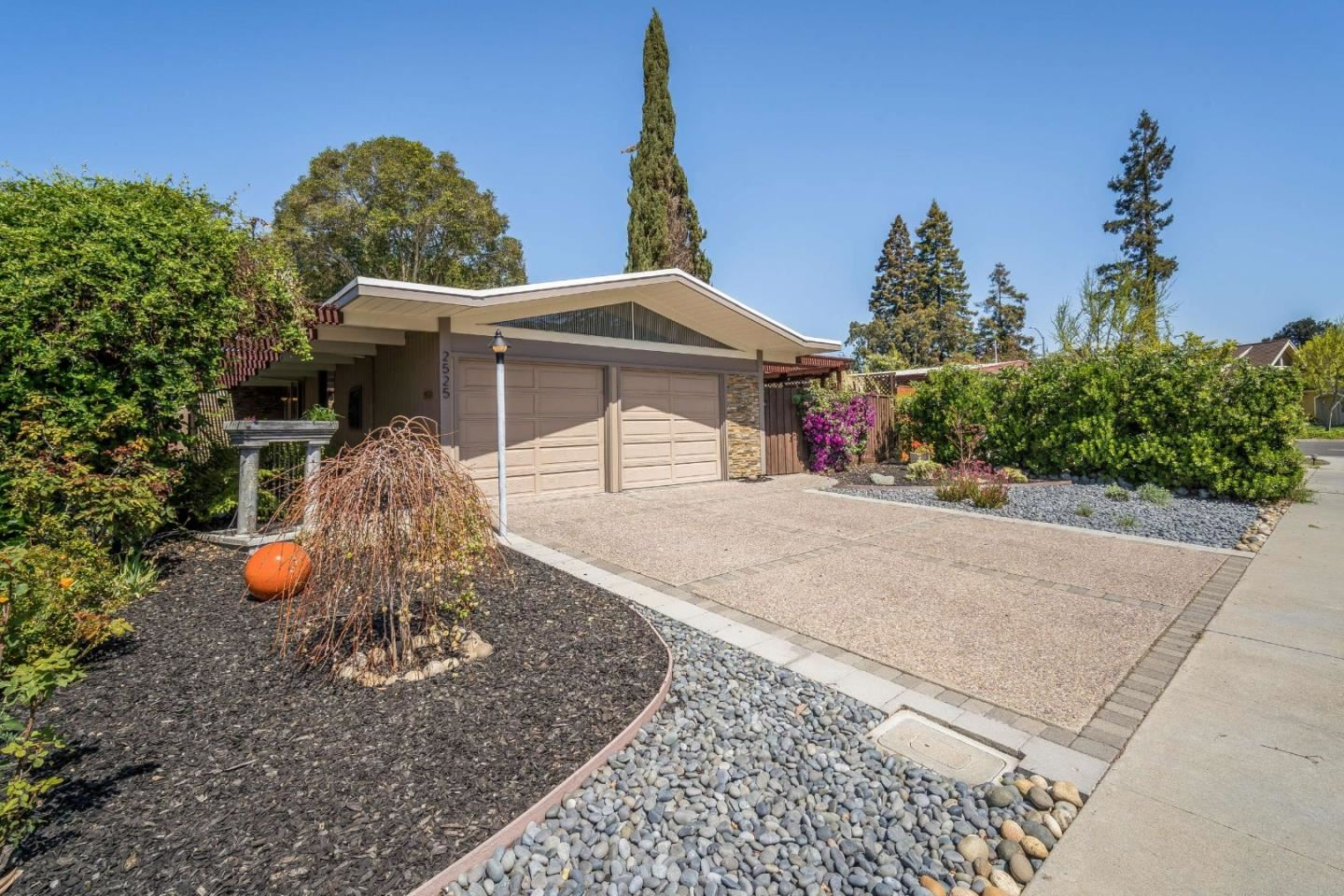 Photo for 2525 Nedson CT, MOUNTAIN VIEW, CA 94043 (MLS # ML81838017)