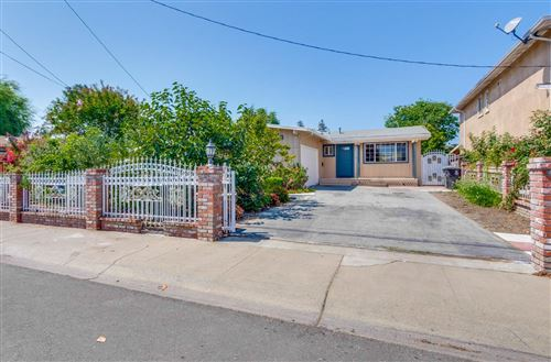 Photo of 411 Larkspur DR, EAST PALO ALTO, CA 94303 (MLS # ML81810024)