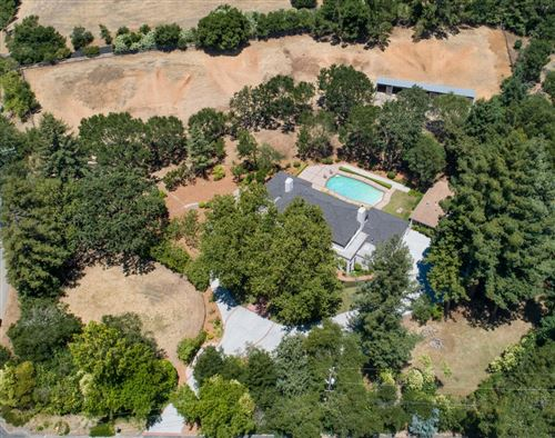 Photo of 5 Zapata WAY, PORTOLA VALLEY, CA 94028 (MLS # ML81781042)