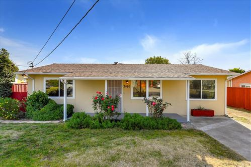 Photo of 3020 E Hills DR, SAN JOSE, CA 95127 (MLS # ML81823042)