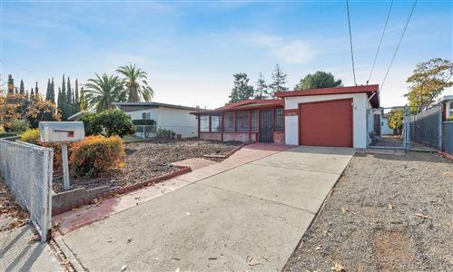 Photo of 15575 El Gato LN, LOS GATOS, CA 95032 (MLS # ML81822057)