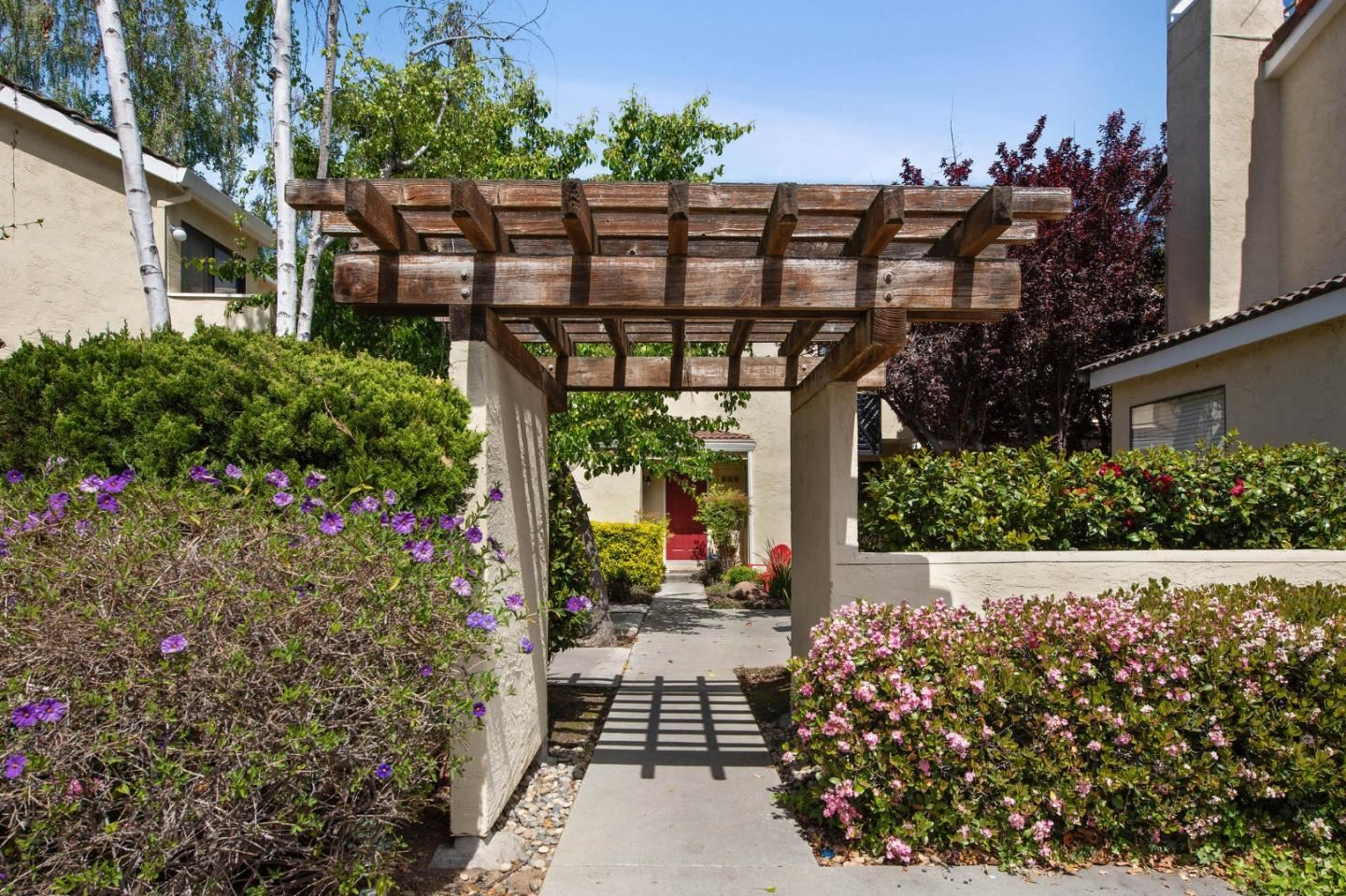 Photo for 227 Ada AVE C #C, MOUNTAIN VIEW, CA 94043 (MLS # ML81838057)
