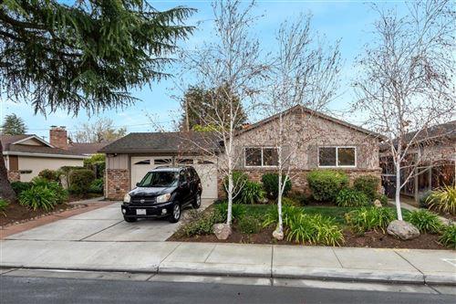 Photo of 826 Cuesta DR, MOUNTAIN VIEW, CA 94040 (MLS # ML81835058)