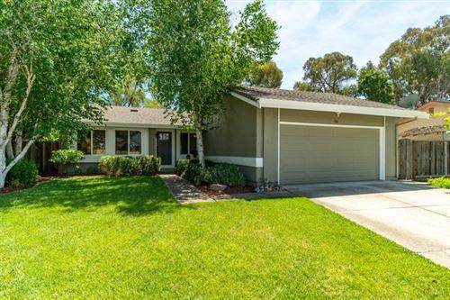 Photo of 880 Hoxett Street, GILROY, CA 95020 (MLS # ML81842108)