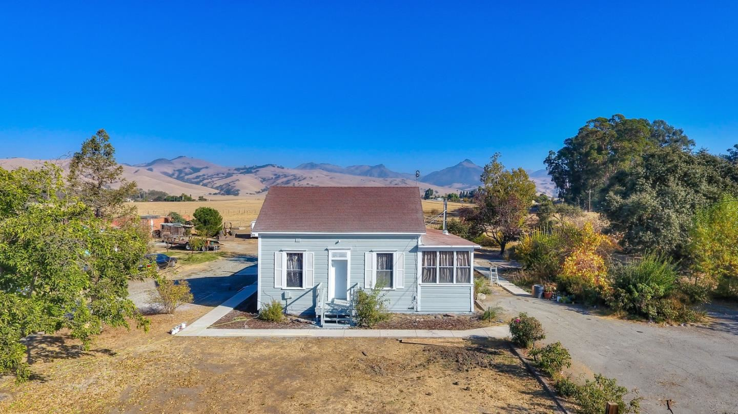 Photo for 51 Dooling RD, HOLLISTER, CA 95023 (MLS # ML81775108)