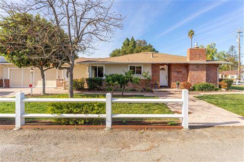 Photo of 401 Dardanelli LN, LOS GATOS, CA 95032 (MLS # ML81824166)