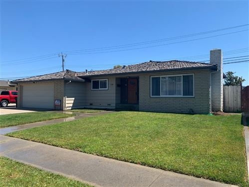 Photo of 528 La Mesa DR, SALINAS, CA 93901 (MLS # ML81801173)