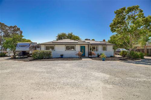 Photo of 12115 Columbet AVE, SAN MARTIN, CA 95046 (MLS # ML81798183)