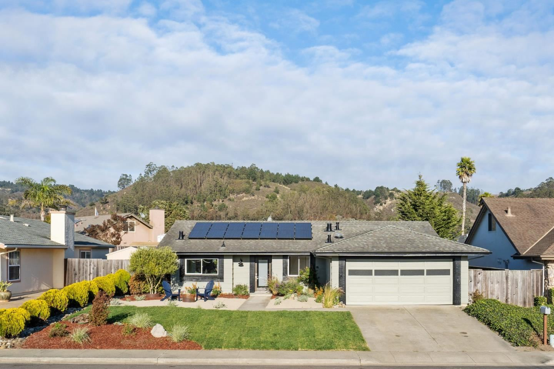 Photo for 1523 Hawser LN, HALF MOON BAY, CA 94019 (MLS # ML81820195)