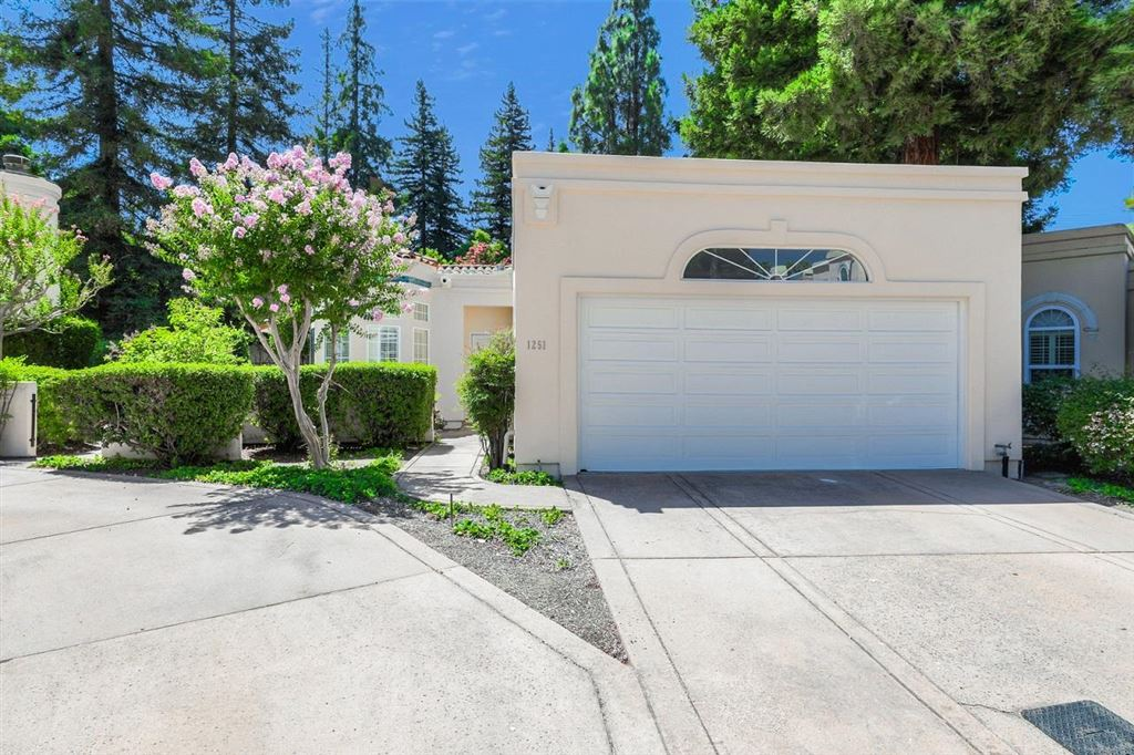 Photo for 1251 Christobal Privada A #A, MOUNTAIN VIEW, CA 94040 (MLS # ML81765206)