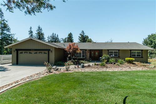 Photo of 15055 Columbet AVE, SAN MARTIN, CA 95046 (MLS # ML81802210)