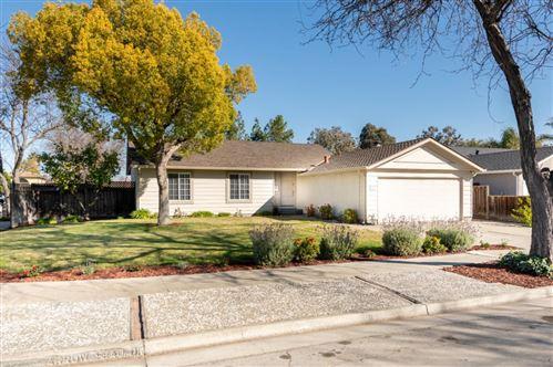 Photo of 643 Arrowhead DR, SAN JOSE, CA 95123 (MLS # ML81831219)