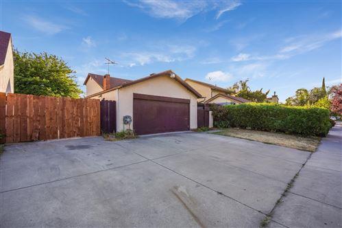 Photo of 1719 Bagpipe Way, SAN JOSE, CA 95121 (MLS # ML81844240)
