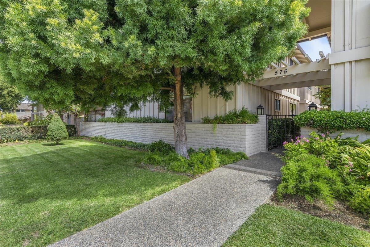 Photo for 575 Tyndall Street #1, LOS ALTOS, CA 94022 (MLS # ML81862249)