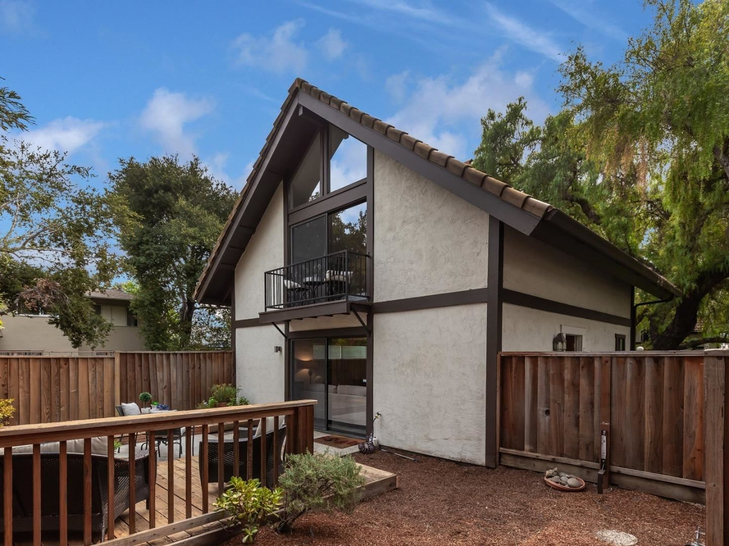 Photo for 1734 W El Camino Real 7 #7, MOUNTAIN VIEW, CA 94040 (MLS # ML81810255)