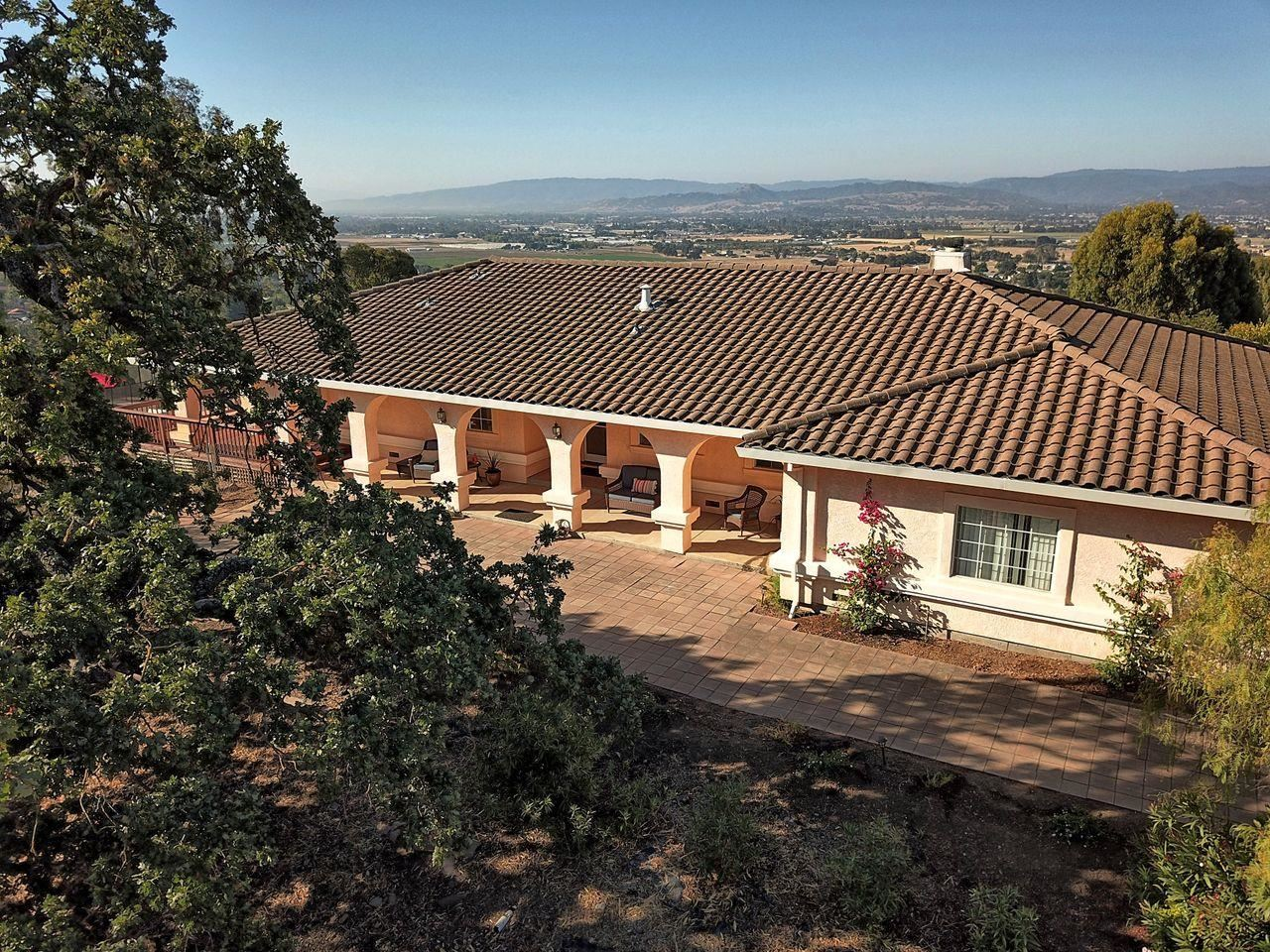 Photo for 17101 Kruse Ranch Lane, MORGAN HILL, CA 95037 (MLS # ML81860296)