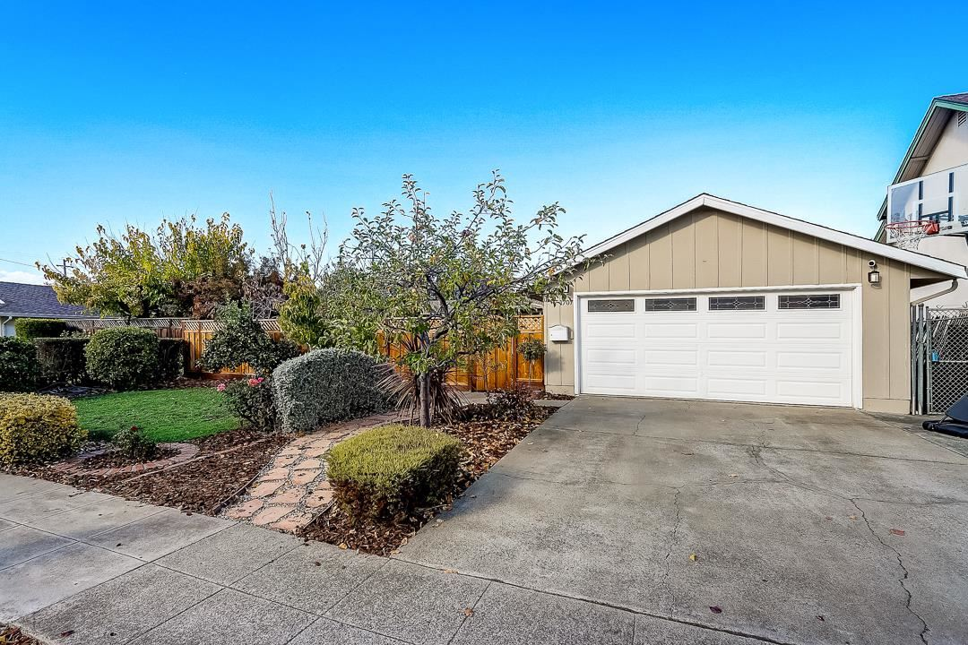 Photo for 1707 Almond Blossom LN, SAN JOSE, CA 95124 (MLS # ML81776311)