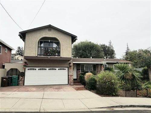 Photo of 825 Douglas ST, HAYWARD, CA 94544 (MLS # ML81815313)
