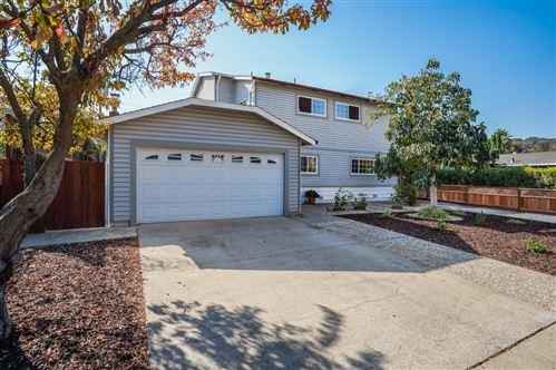 Photo of 1700 Zinnia LN, SAN JOSE, CA 95124 (MLS # ML81818322)