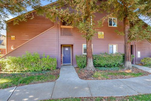 Photo of 922 Catkin CT, SAN JOSE, CA 95128 (MLS # ML81821329)