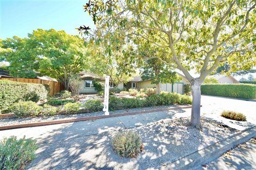 Photo of 876 Cascade DR, SUNNYVALE, CA 94087 (MLS # ML81807331)