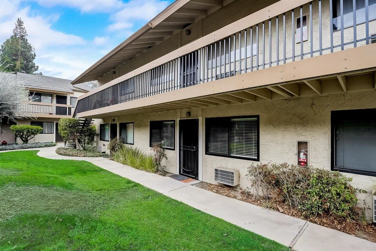 Photo for 185 Union AVE 27 #27, CAMPBELL, CA 95008 (MLS # ML81825332)