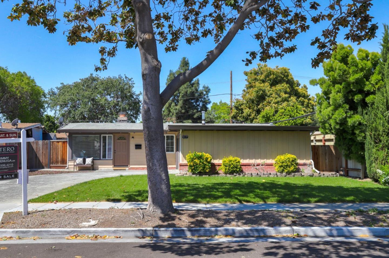 Photo for 917 Blazingwood Drive, SUNNYVALE, CA 94089 (MLS # ML81848342)