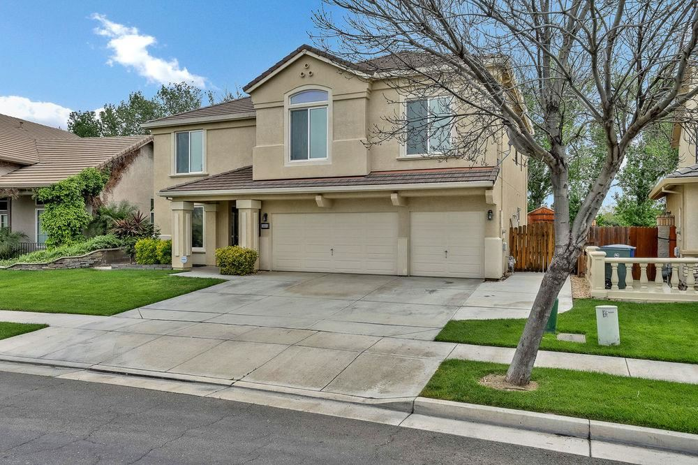 Photo for 1668 Mahogany DR, LOS BANOS, CA 93635 (MLS # ML81747361)