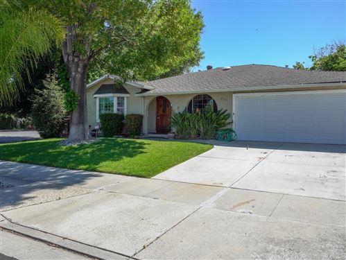 Photo of 5152 Barron Park Drive, SAN JOSE, CA 95136 (MLS # ML81842366)