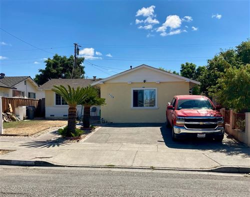 Photo of 3328 Mount Vista Drive, SAN JOSE, CA 95127 (MLS # ML81863392)
