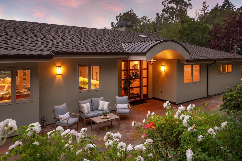 Photo for 1145 San Raymundo Road, HILLSBOROUGH, CA 94010 (MLS # ML81859405)