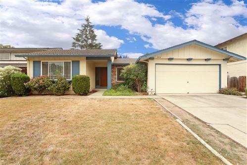 Photo of 6114 Heathercreek WAY, SAN JOSE, CA 95123 (MLS # ML81811409)