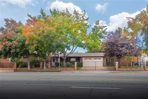 Photo of 3015 Leigh AVE, SAN JOSE, CA 95124 (MLS # ML81820419)
