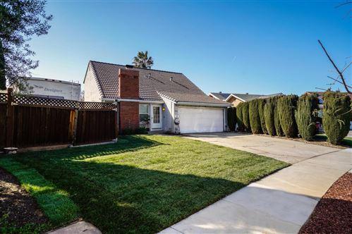 Photo of 1761 Bagpipe WAY, SAN JOSE, CA 95121 (MLS # ML81835419)