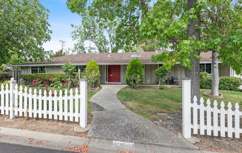 Photo for 205 Mistletoe Road, LOS GATOS, CA 95032 (MLS # ML81862446)