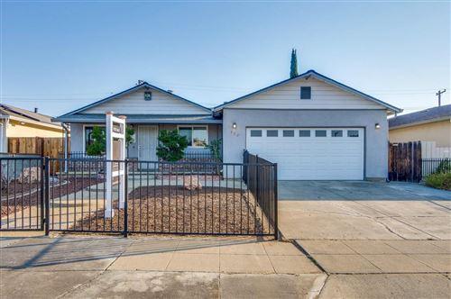 Photo of 552 Duncan ST, SAN JOSE, CA 95127 (MLS # ML81817449)