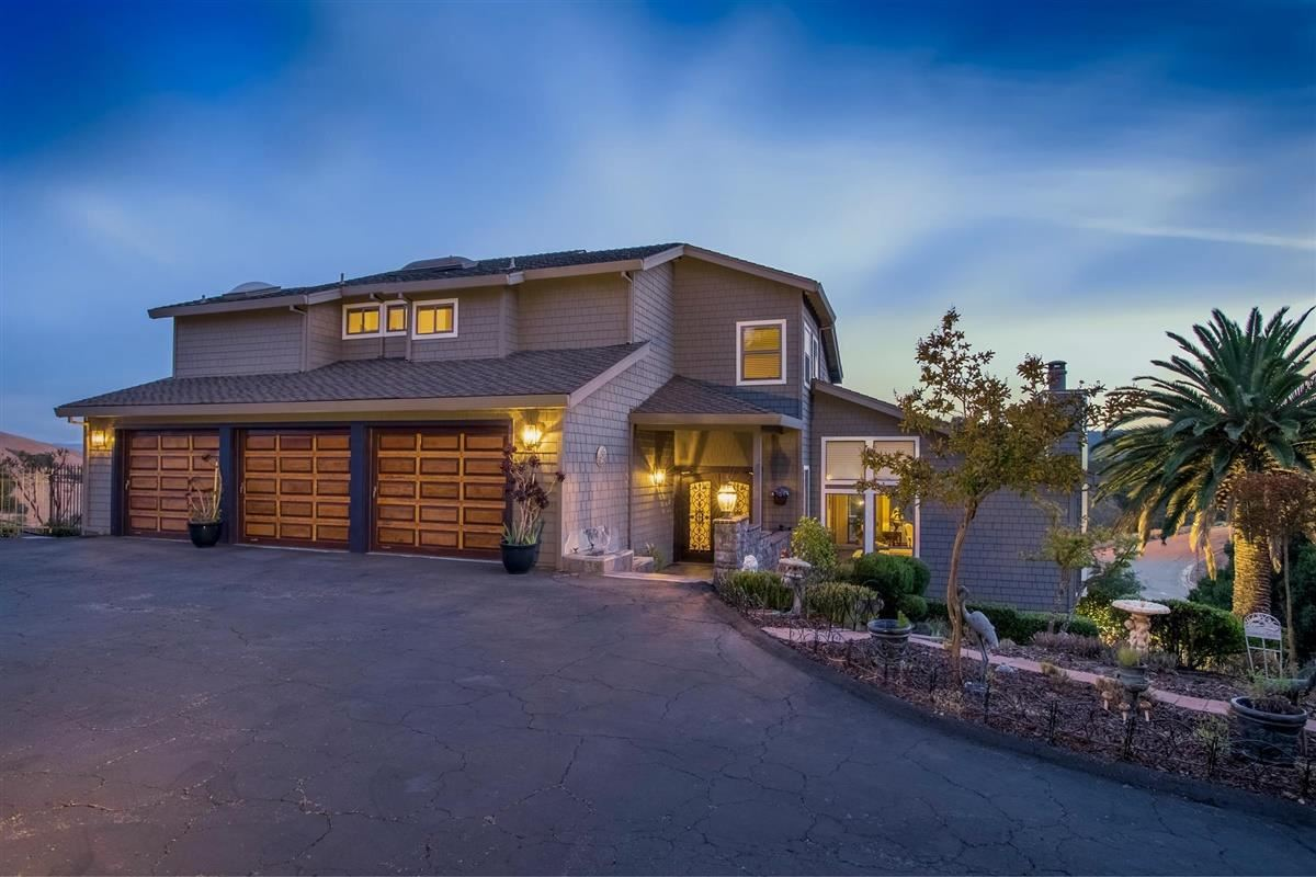 Photo for 18510 Castle Hill DR, MORGAN HILL, CA 95037 (MLS # ML81815449)