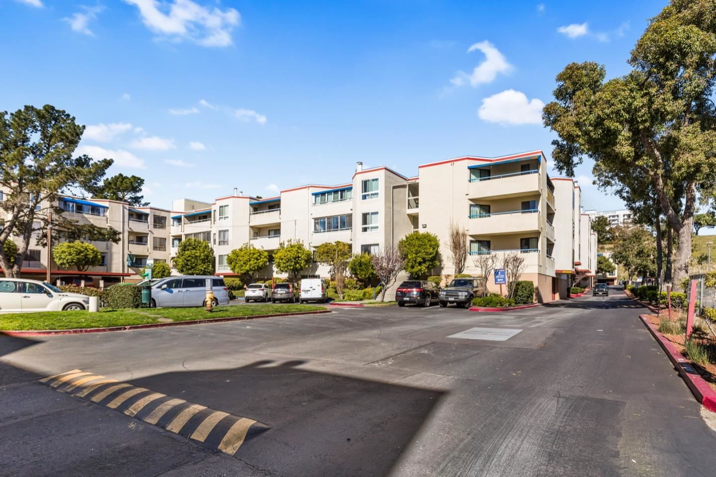 Photo for 1551 Southgate AVE 333 #333, DALY CITY, CA 94015 (MLS # ML81782465)