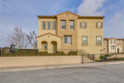 Photo of 946 Luz Del Sol LOOP, MILPITAS, CA 95035 (MLS # ML81829490)