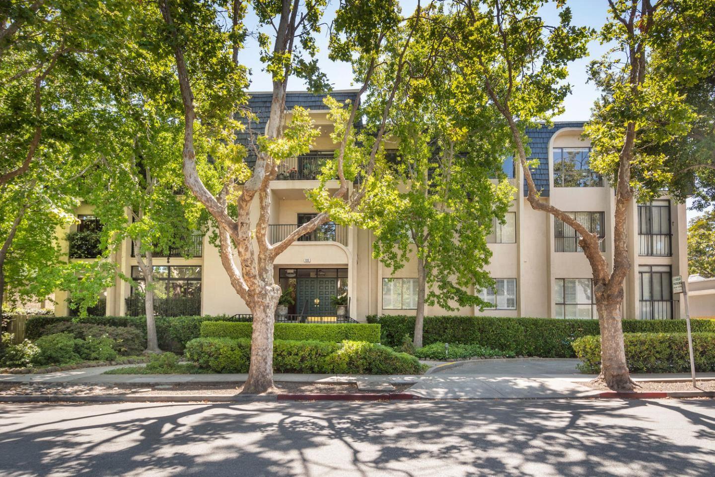 Photo for 1133 Douglas Avenue #101, BURLINGAME, CA 94010 (MLS # ML81858529)