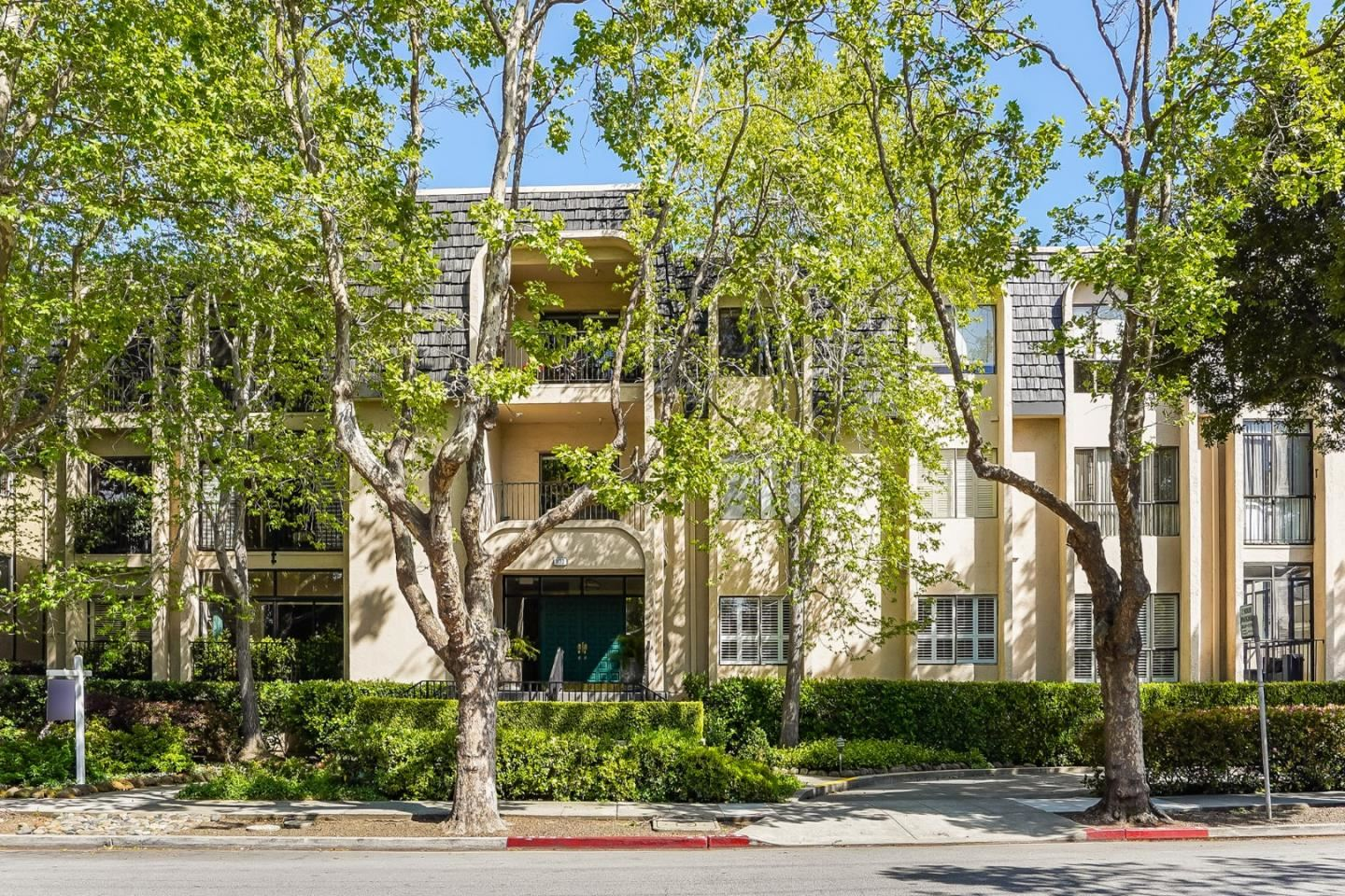 Photo for 1133 Douglas Avenue #103, BURLINGAME, CA 94010 (MLS # ML81840533)