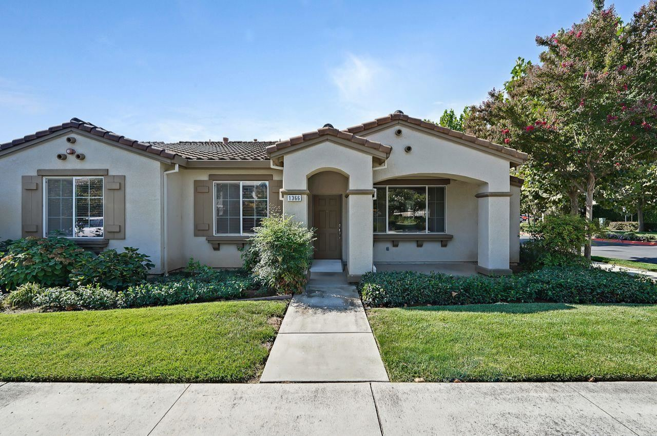 Photo for 1366 White Oak Place, GILROY, CA 95020 (MLS # ML81861554)