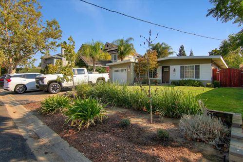 Photo of 15650 El Gato LN, LOS GATOS, CA 95032 (MLS # ML81814578)