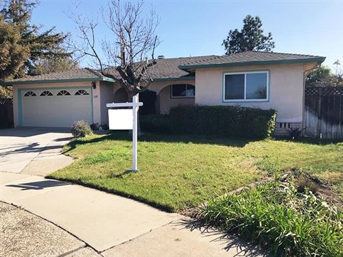 Photo of 1681 Lobelia LN, SAN JOSE, CA 95124 (MLS # ML81786616)