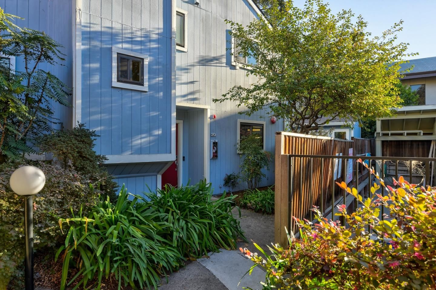 Photo for 221 N Rengstorff AVE 20 #20, MOUNTAIN VIEW, CA 94043 (MLS # ML81820633)