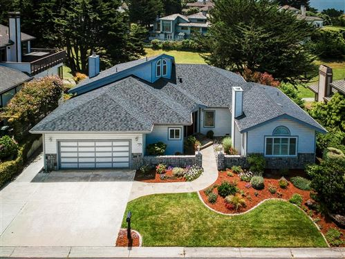 Photo of 16 Fairway PL, HALF MOON BAY, CA 94019 (MLS # ML81794653)