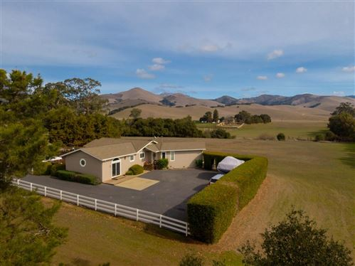 Photo of 786 Old Stage RD, SALINAS, CA 93908 (MLS # ML81829653)