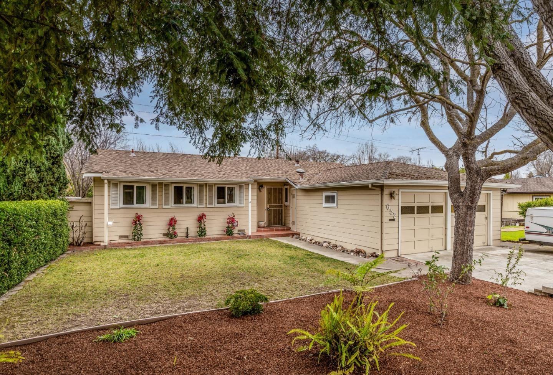 Photo for 652 Leona LN, MOUNTAIN VIEW, CA 94040 (MLS # ML81830658)